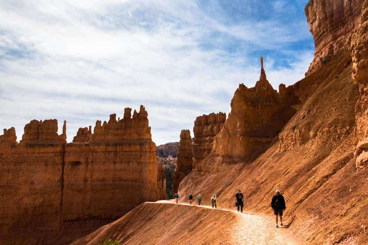 Hikers on the Navajo Loop trail near Sunset Point at Bryce Canyon.
