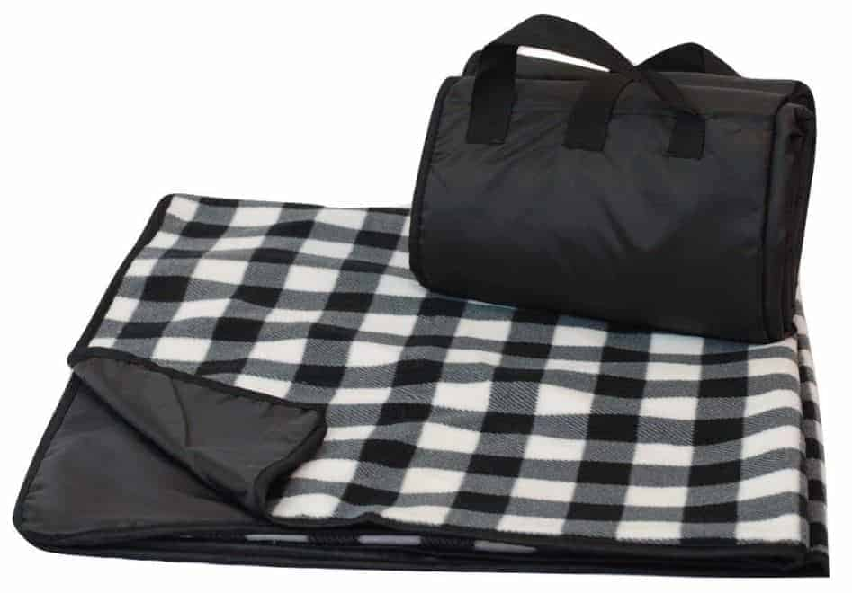 Road trip gift idea: rainproof picnic blanket