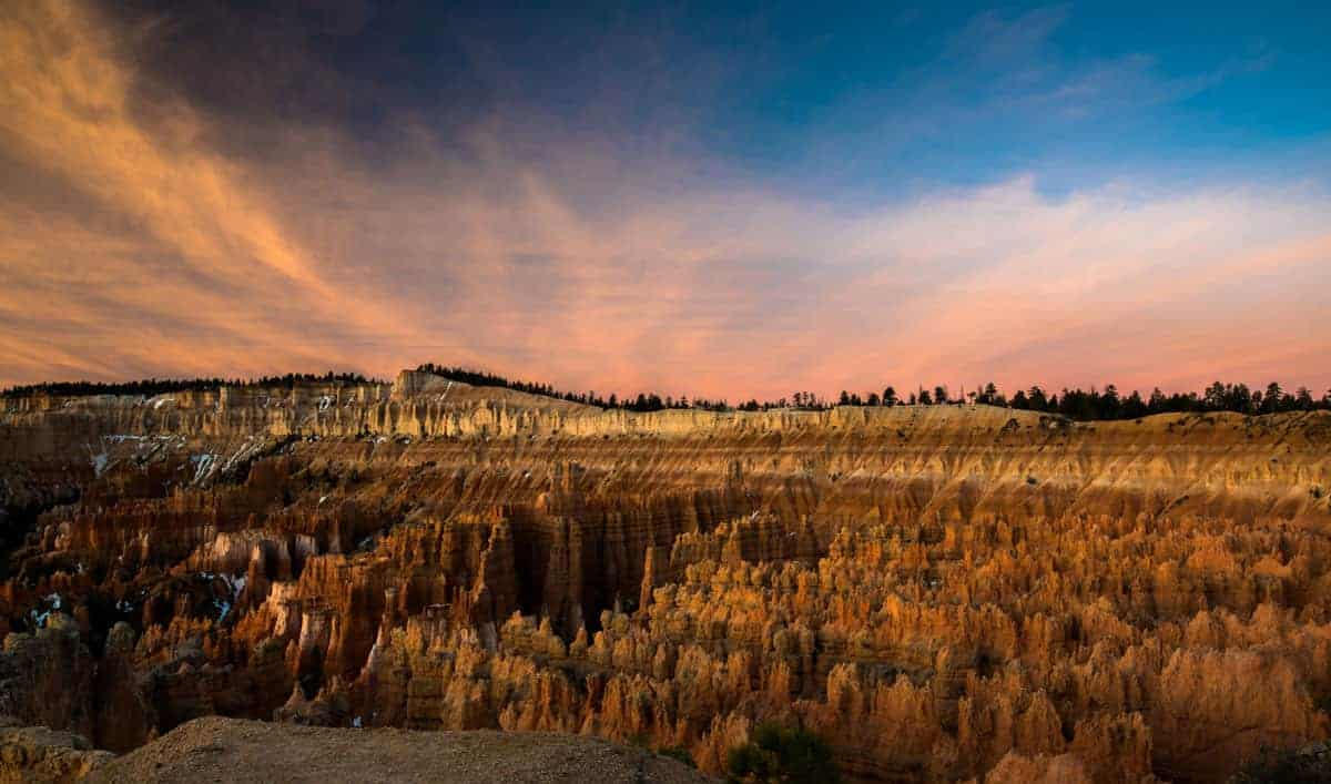 Bryce Canyon National Park Sunset Point at sunrise - view and photo spot