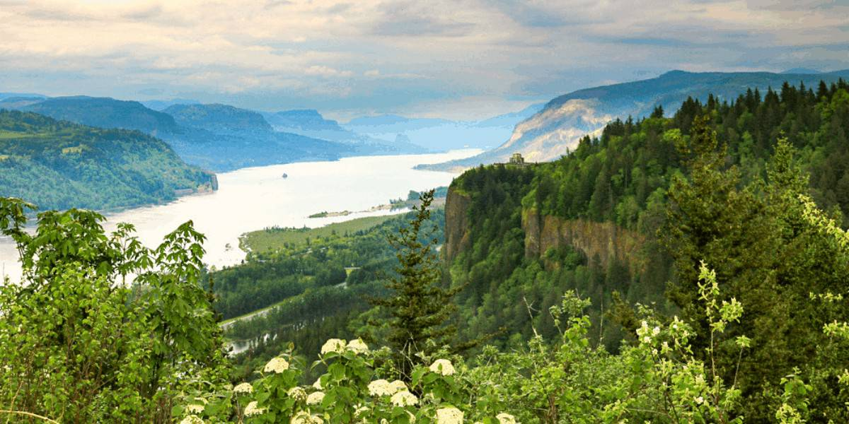 Chanticleer Point in the Columbia River Gorge area of Oregon