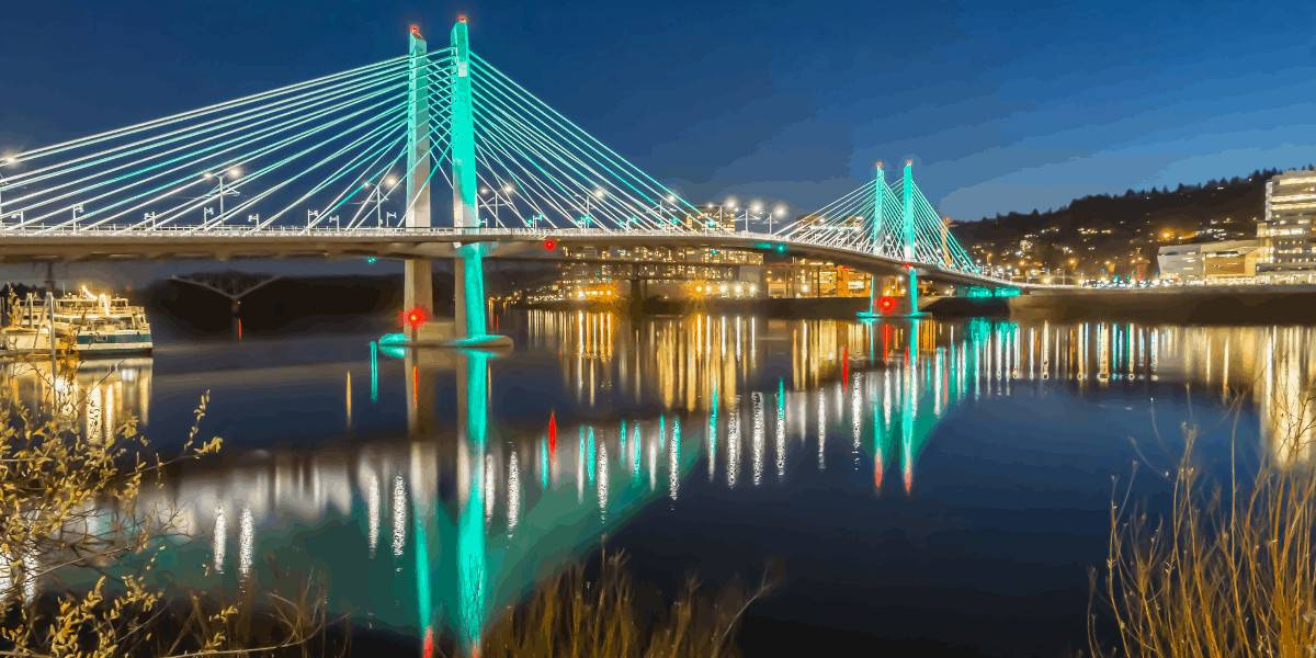 Tilikum Crossing Bridge in Portland, Oregon at night.
