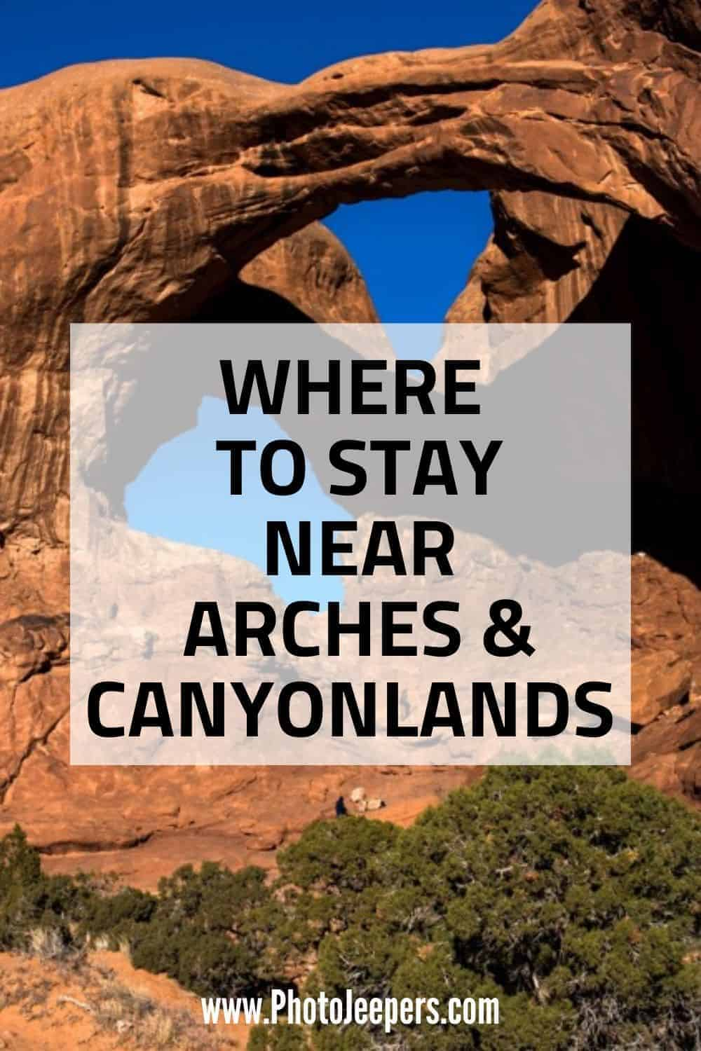 Where to stay near Arches and Canyonlands: best lodging in and near Moab from budget-friendly hotels to higher-prices resorts. You'll also find vacation rentals, a hostel, campgrounds and RV parks. #nationalparks #utah #moab #photojeepers