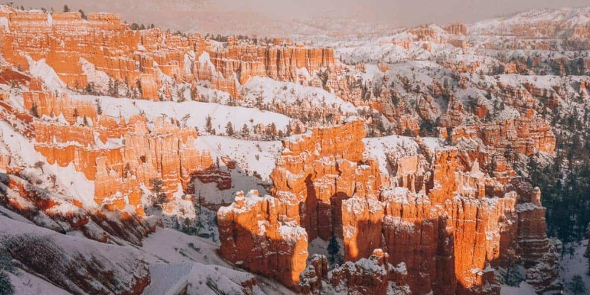 Snow at Bryce Canyon in the winter.
