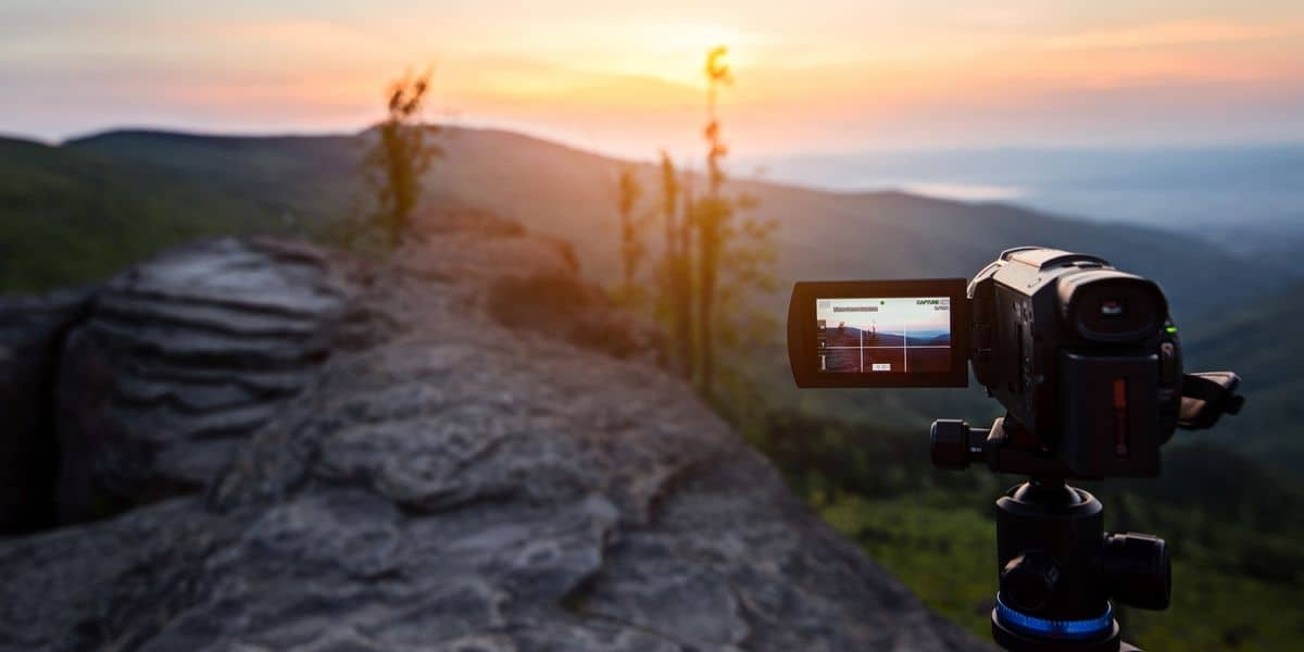 Best Bridge Camera 2020.Top 10 Best Budget Vlogging Cameras In 2020 Photojeepers