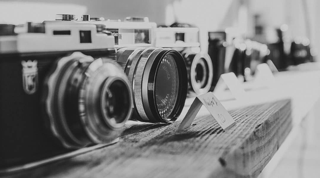 What type of camera is best for blogging?