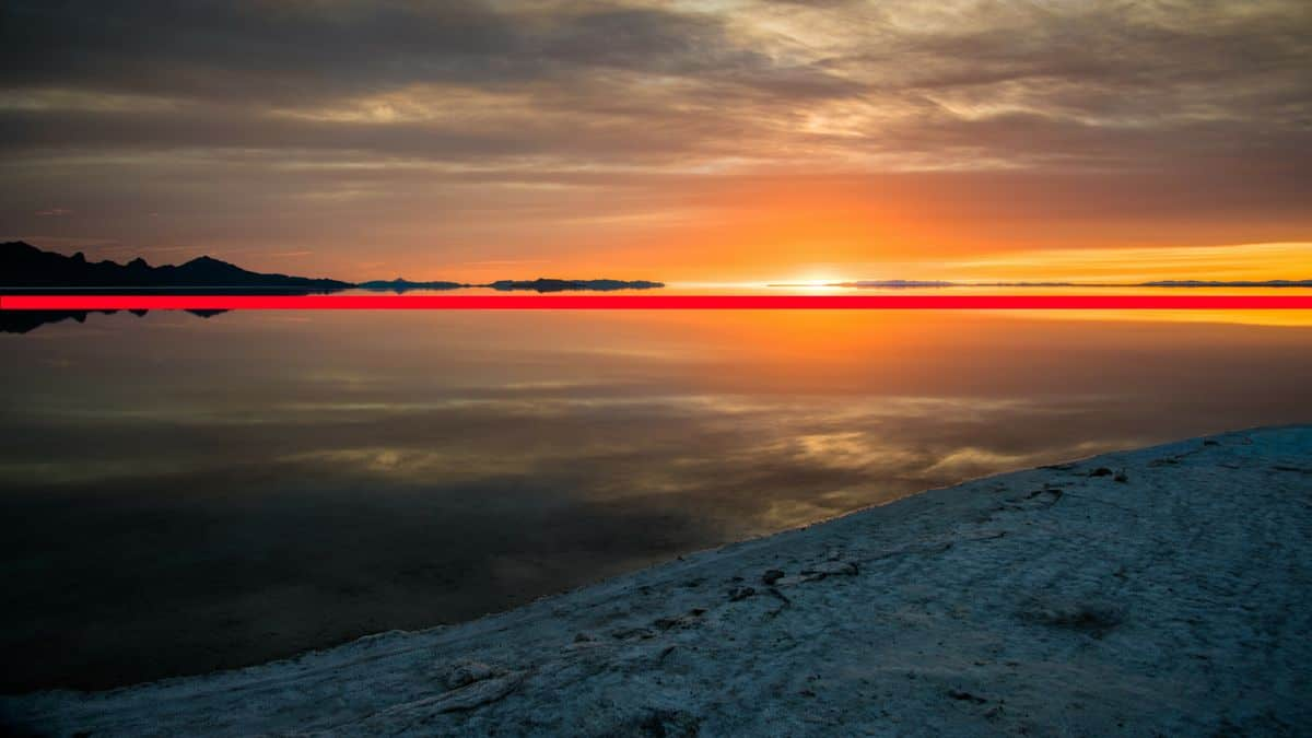 The horizon can easily be seen at the Salt Flats in Utah.