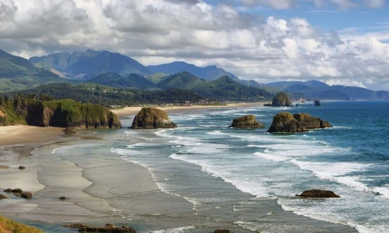 Oregon Bucket List: 27 Cool Attractions and Places to Visit