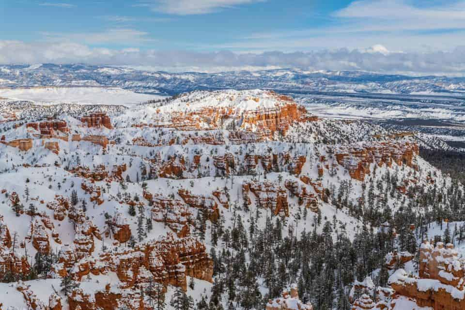 Bryce Canyon amphitheater view in the winter with snow